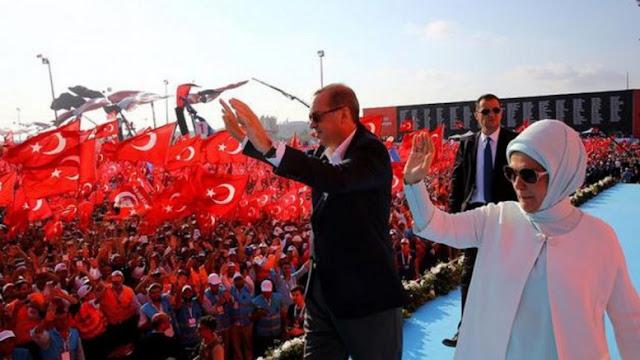 βολικός για τον Ερντογάν αντιαμερικανισμός: Το επικίνδυνο παιχνίδι του σουλτάνου με τις ΗΠΑ.