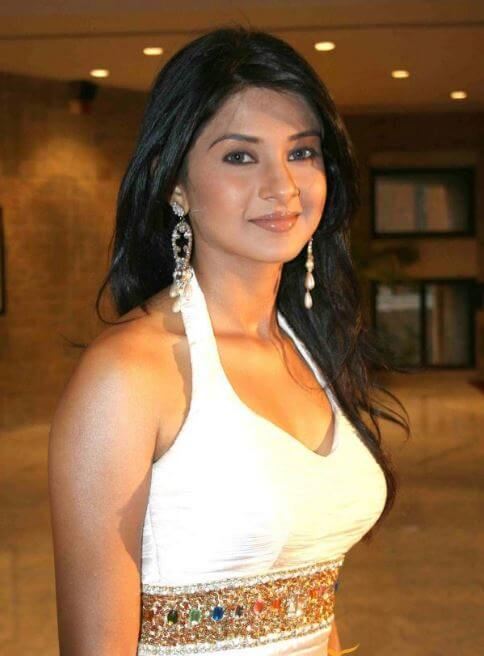 Jennifer Winget Makeup and Hairstyles