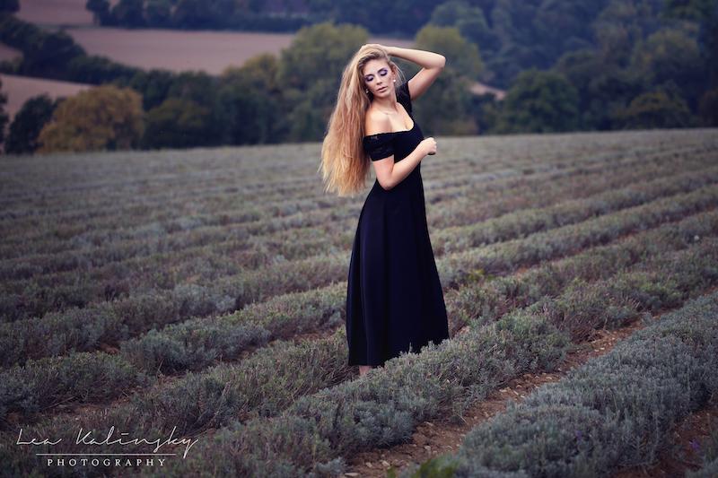langes Kleid mit Lavendel