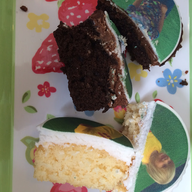 Caketoppers review and giveaway, inside of sponge and chocolate cakes