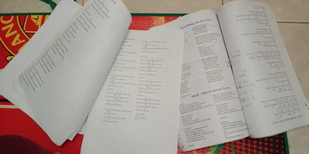 Chord lagu, buku lagu, buku lagu manual
