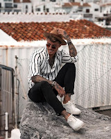 look masculino com camisa listrada tendencia verão 2019