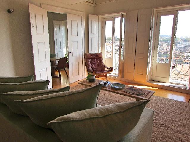Sala de um apartamento num edifício histórico