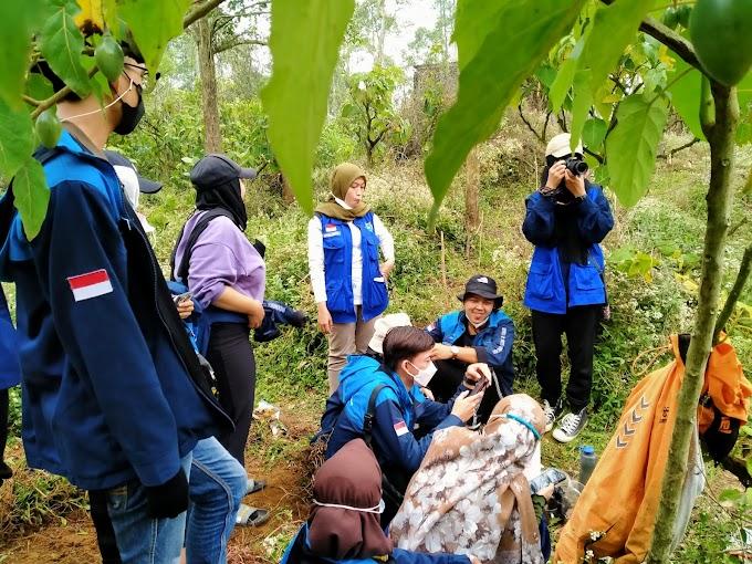 Divisi Ekonomi Kreatif (Ekraf) Adhibas 2021, Melakukan Kunjungan ke Kebun Kopi Desa Sikunang