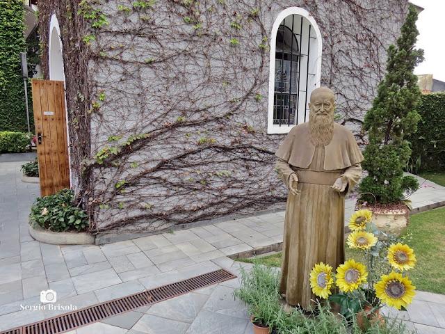 Fotocomposição com destaque para a Estátua Padre Kentenich - Vila Mariana - São Paulo