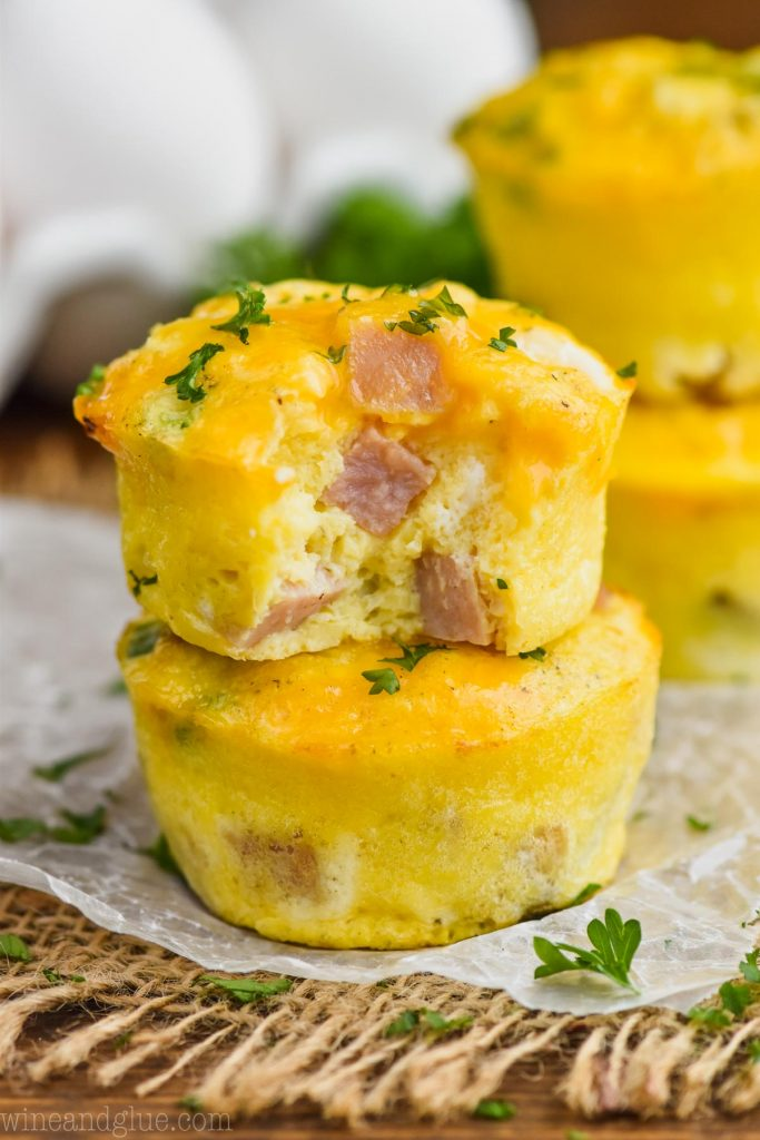 easy breakfast eggs : HAM AND CHEESE EGG MUFFINS