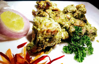Serving chermoula chicken Tikka with lemon wedges Lachcha onion for chermoula chicken Tikka recipe