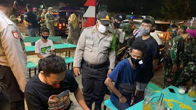 TNI, Polri Dan Satpol PP Melaksanakan Patroli Gabungan Disiplin Prokes