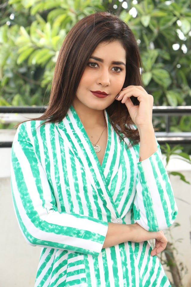 Actress Raashi Khanna Latest Beautiful Photos