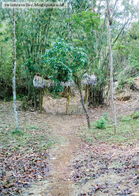 Menyusuri Goa Sinjang Lawang