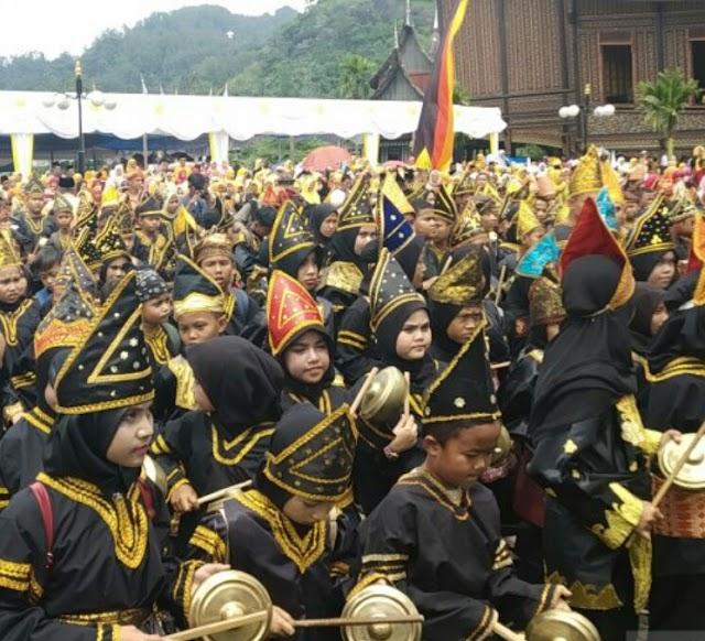Rekor MURI pada Pesona Minangkabau, yang juga salah satu dari Agenda Tahunan Kementrian Pariwisata RI