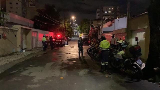 Motorista é preso após ultrapassar blitz e agredir dois policiais no Ceará