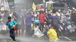 パククネの焦り韓国崩壊デモで30...