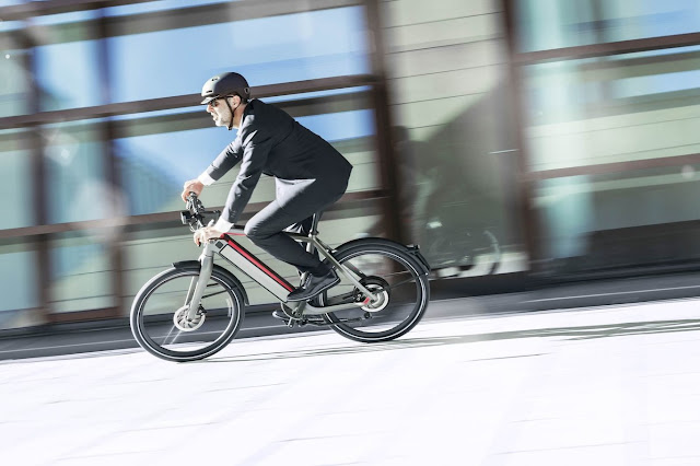 Stromer is the electric bike with the largest batteries, also the most expensive: 180 kilometers with a load