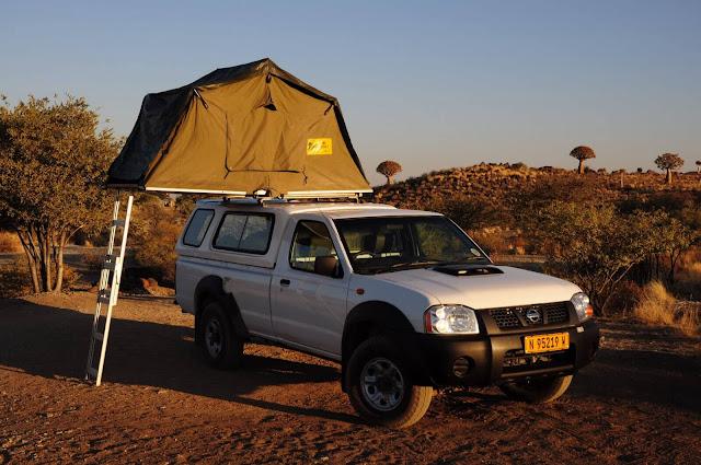 Thay vì khách sạn, hostel thì Namibia lại nổi tiếng với những khu cắm trại sinh thái hơn cả, Sau hàng giờ trải nghiệm trên đường phố, bạn có thể dừng chân nghỉ ngơi tại các khu cắm trại khác nhau. Tại đây, bạn sẽ chọn cắm trại ngoài trời hoặc thuê chồi để dựng lều.