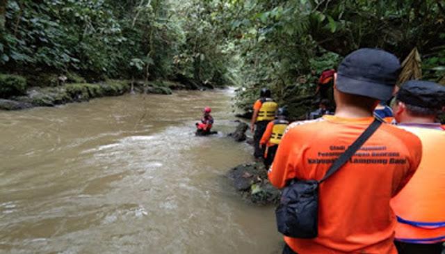 Tak Sadar Balitanya Tewas Hanyut di Sungai, Sang Ibu Malah Sibuk Merumpi Sama Tetangga