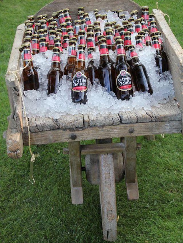 Carretilla con hielo y cerveza