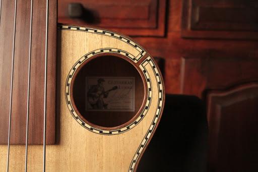 Guitarras Luiggi Luthier: Bajo Acustico Fretless / Acoustic Fretless Bass