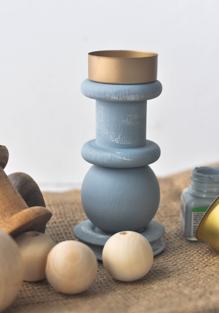 DIY Candle Holder made of wooden balls and spools