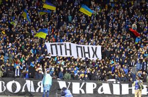Українські фанати прямо в ефірі росТВ заспівали матірний хіт про Путіна: російський коментатор обімлів