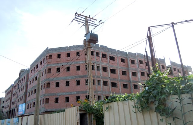 لجنة تابعة للداخلية تعطي التعليمات لصاحب مشروع للسكن الاجتماعي باستكمال الأشغال