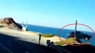 Carro 'decola' na direção de precipício e cai no mar – VEJA VÍDEO