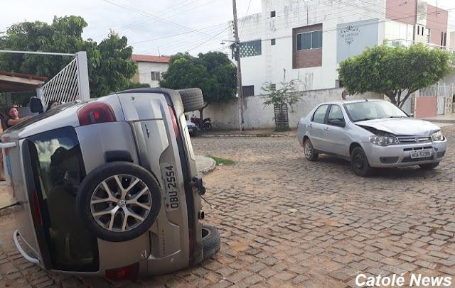 Colisão de veículos em cruzamento de ruas na tarde deste domingo (31), em Catolé do Rocha