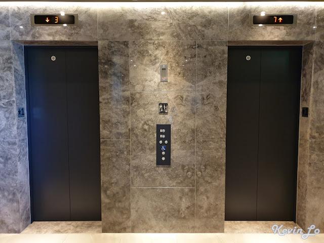 康橋慢旅兩部電梯