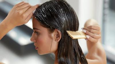 Comment lisser les cheveux naturellement
