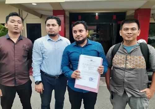 Keluarga  pemilik lahan bersertifikat di Desa Sungai Cuka, Satui Kabupaten Tanah Bumbu (Tanbu) didampingi pengacaranya, Nadiv Audah SH dan rekan