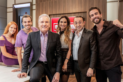 Os finalistas Gabi Lopes, Gabriel Gasparini e Erasmo Viana posam com Roberto Justus e conselheiros - Divulgação