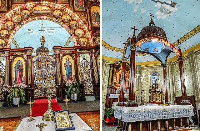 Ikonóstas e altar da igreja ucraniana de São Josafat, Prudentópolis, Paraná