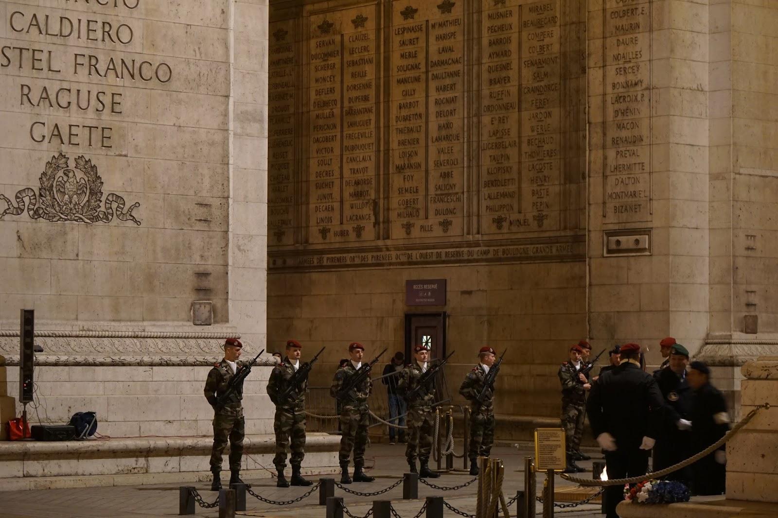 エトワールの凱旋門(Arc de triomphe de l'Étoile) 「追悼の炎」