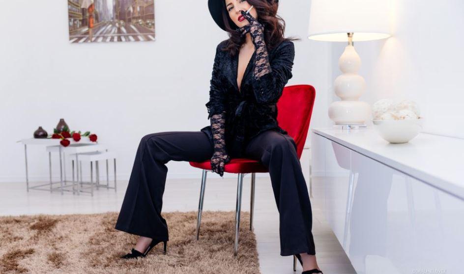 CoralineLoveX Model GlamourCams
