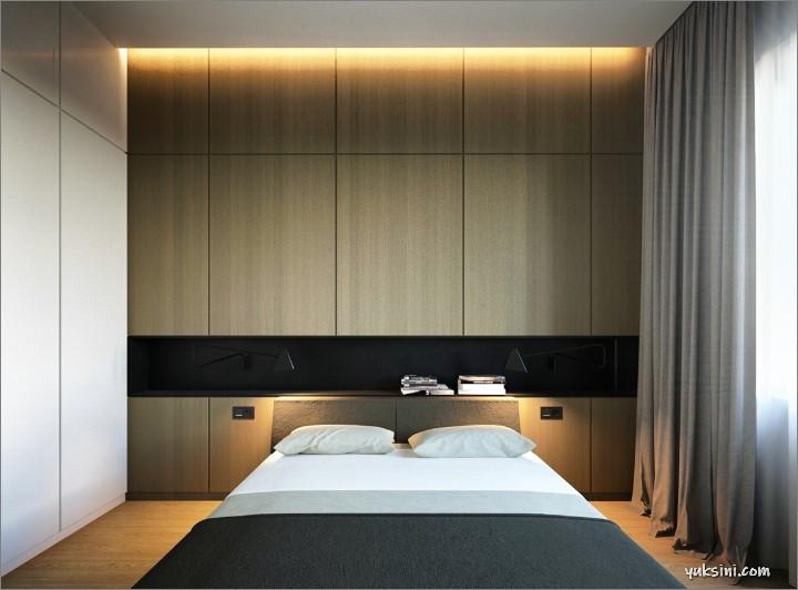 Desain kamar tidur modern dengan penerangan di belakang headboard