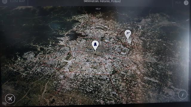W samolocie mamy dostęp do mapy satelitarnej okolicy