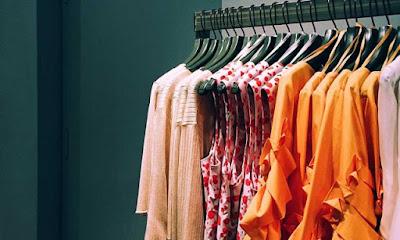 Ketahui-5-Alasan-Kenapa-Wanita-Lebih-Suka-Belanja-Barang-Branded