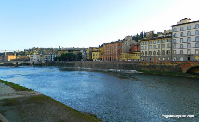 Passeio às margens do Rio Arno, Florença