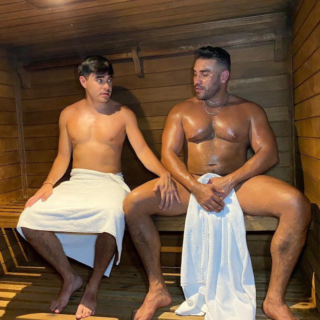 tocando en el sauna