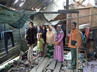 Yayasan TBR  Sumut Kunjungi Rumah Tak Layak Huni Di Tanjung Tiram
