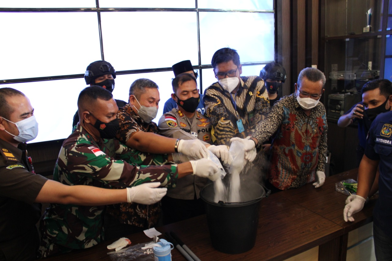 Polres Karimun Musnahkan 2,079,69 Gram Narkotika Jenis Sabu
