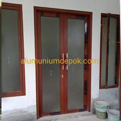 Pintu-aluminium-urat-kayu