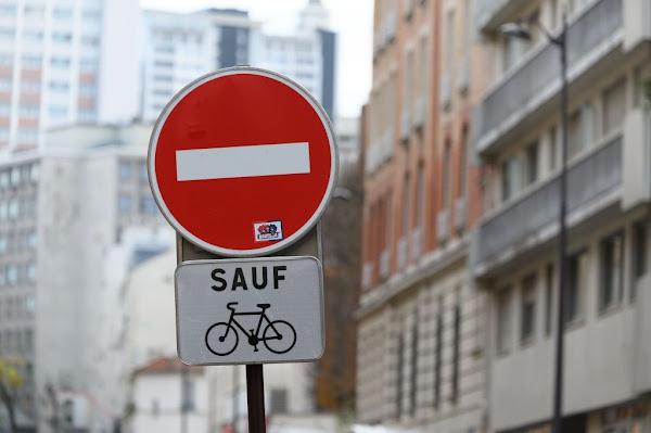 VIDÉO - Quatre sens interdits à un carrefour : le dernier raté surréaliste de la mairie de Paris