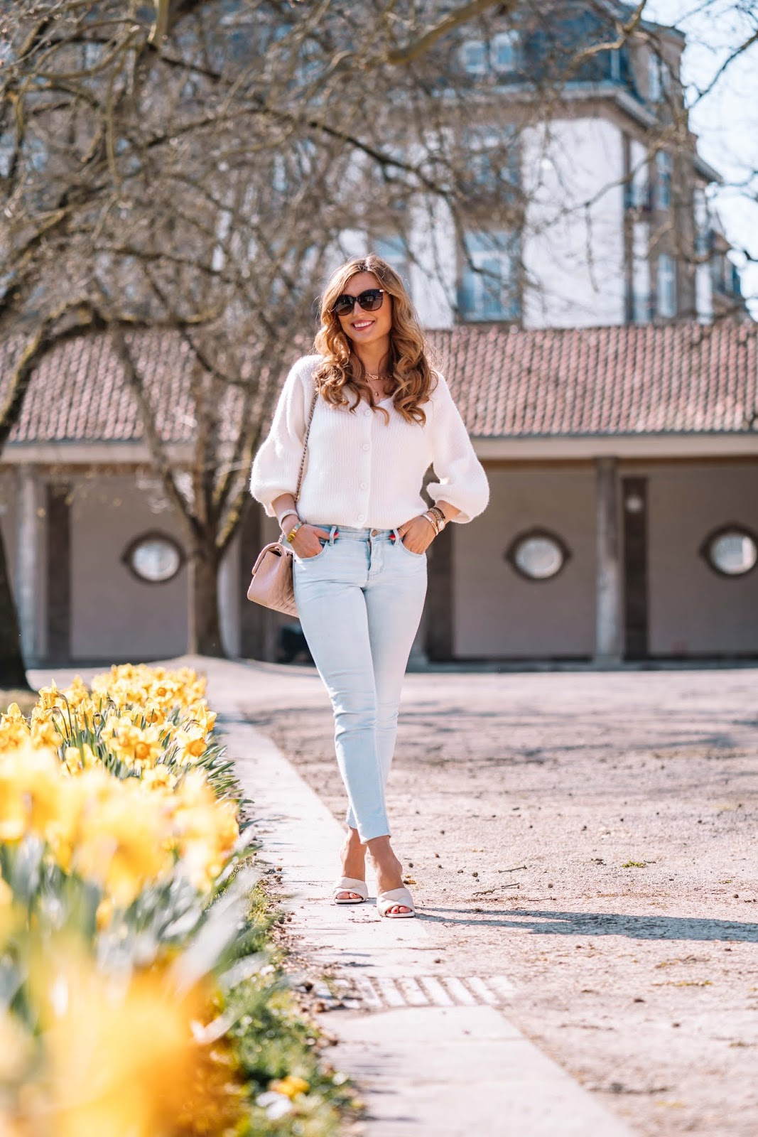 Im Frühling ist ein weißer Cardigan ein Must-Have und somit unverzichtbar