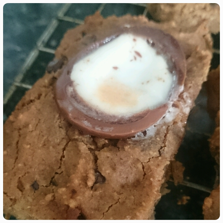 creme egg chickpea blondies