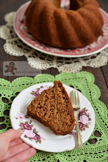 ginger applesauce bundt cake