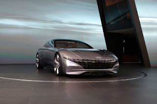 The unfortunate grille of the Hyundai Le Fil Rouge concept car.