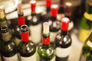 Por quanto tempo podemos manter uma garrafa de vinho aberta?