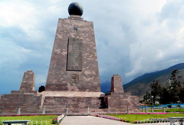 """Quito - Equador - Monumento """"Mitad del Mundo"""", na Linha do Equador"""