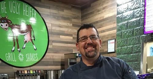 """Pastor cria restaurante missionário para ajudar moradores de rua: """"Dei um passo de fé"""""""